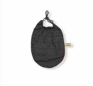 bavoir gris anthracite pour trousseau de maternité