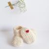 petits chaussons pour bébé parfait pour trousseau de maternité