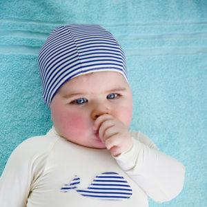 bonnet de bain rayé bleu pour bébé nageur