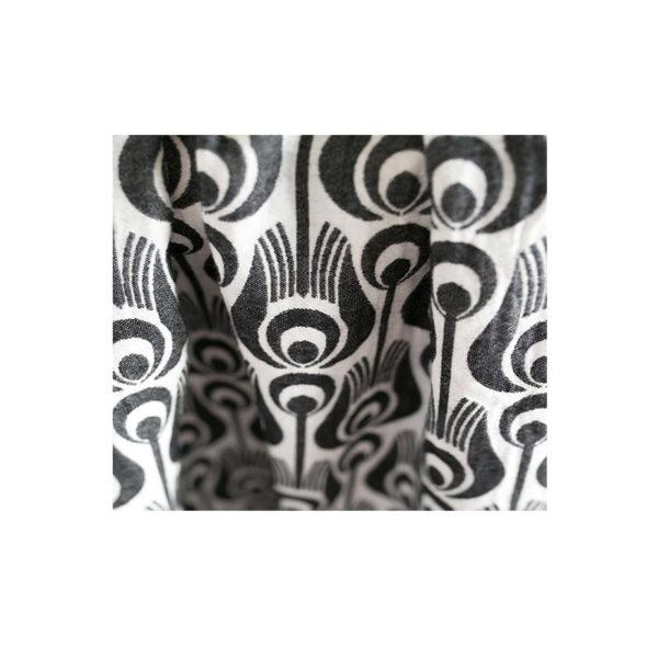 écharpe noire et blanche tinge garden pour porter bébé de maniere physiologique