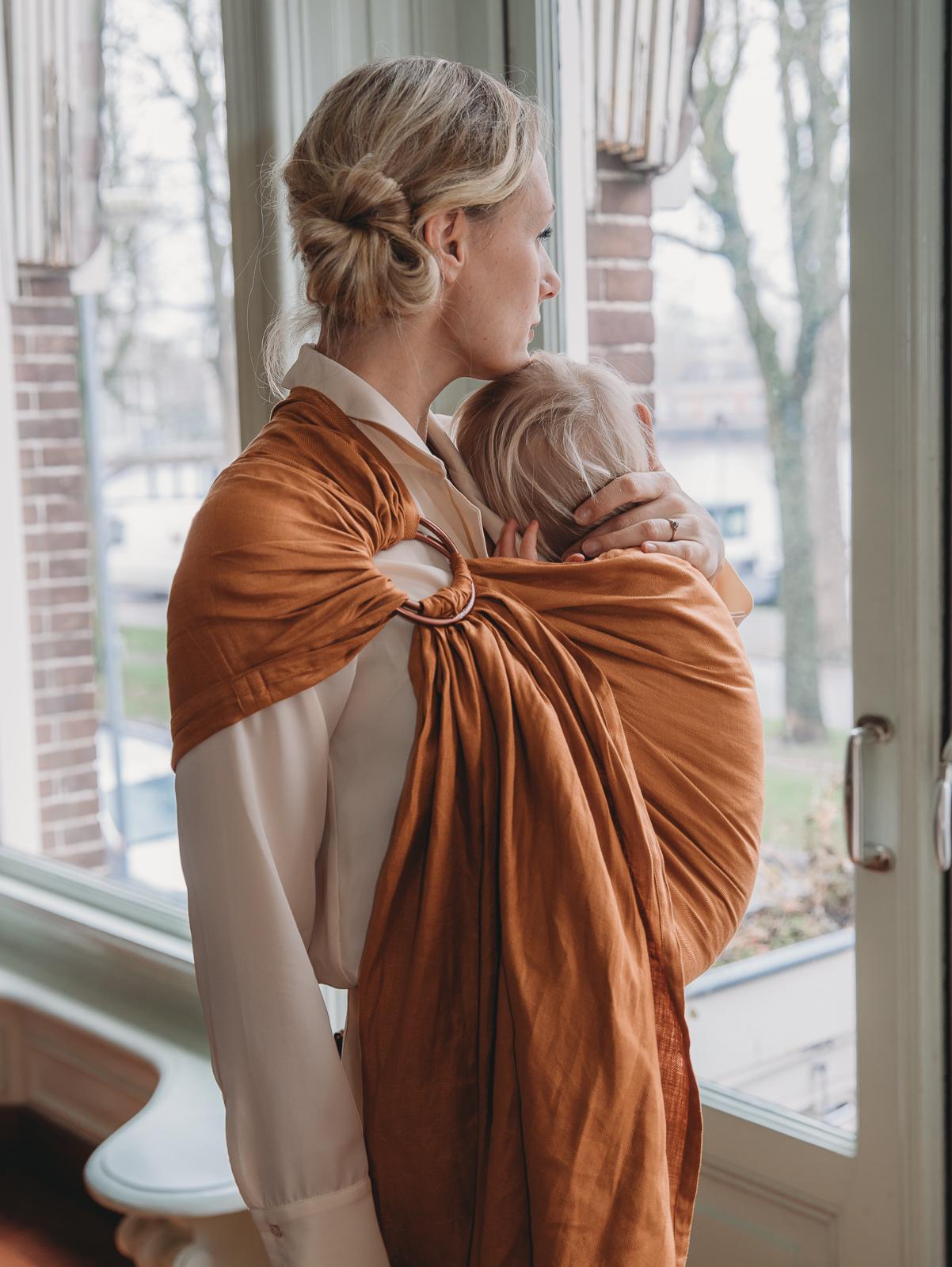 c6b85e8191e0 porter facilement son bébé en echarpe de portage · joli sling en lin  couleur camel